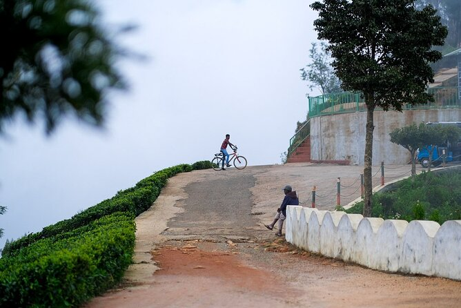 Cycling to Lipton Seat from Haputale