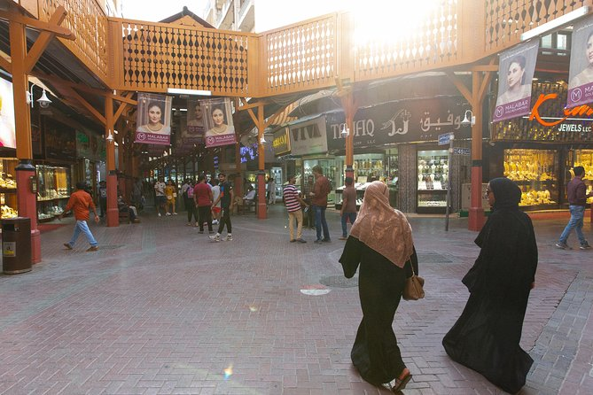 Tips for Shopping at Souks in Dubai