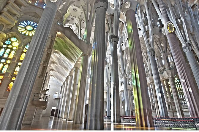 Barcelona Small Group Tour With Sagrada Familia Hotel Pickup 2020