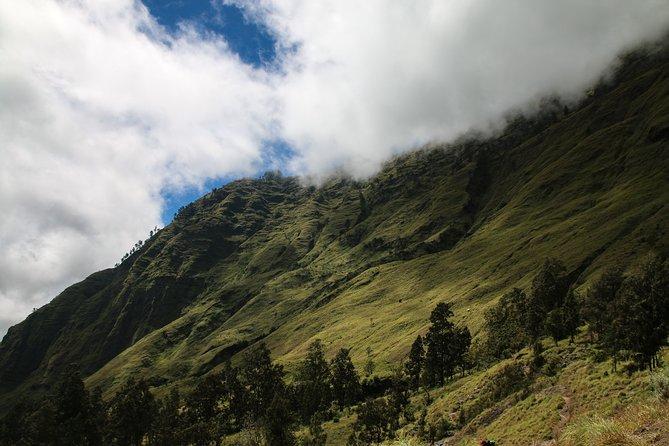 Mount Rinjani Trekking Tour 2D/1N
