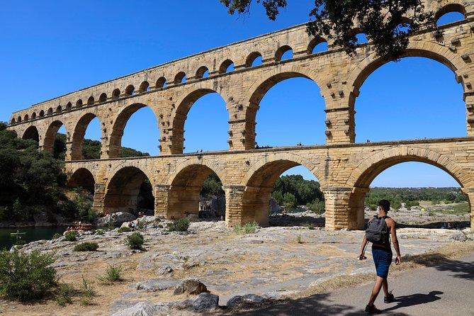 Pont du Gard to Villeneuve Les Avignon & Châteauneuf du Pape wine private tour