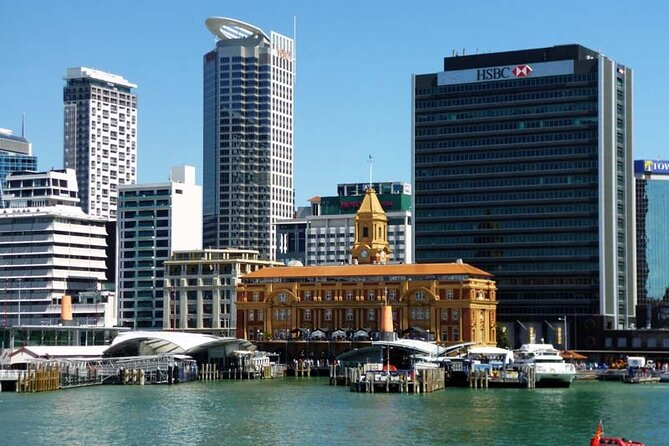 Auckland Airport Transfers: Auckland Airport AKL to Auckland in Luxury Van