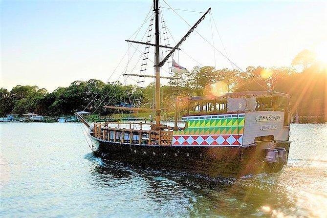 Crucero de aventura en barco pirata de Hilton Head a bordo del Gorrión Negro