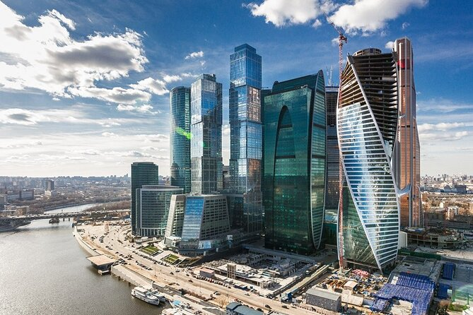 Moscow In Motion: 5-Hour Private Panoramic Tour and a Local Market Visit