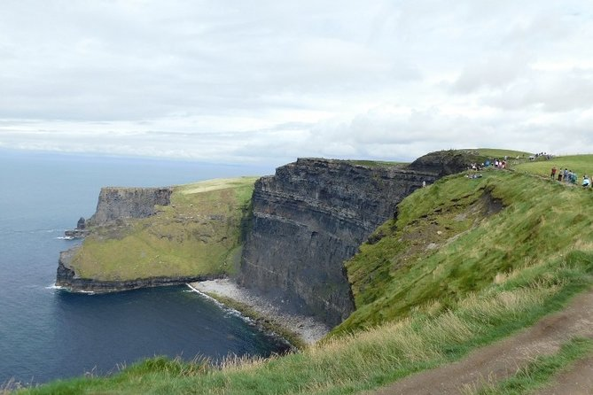 Galway City, Cliffs of Moher & Lahinch Day Tour