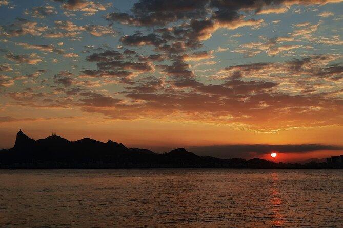 Private speedboat ride at sunset in Rio de Janeiro