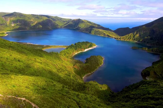 Full-Day Whales & Lagoa do Fogo Volcano (incl. Lunch)