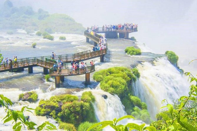 Iguaçu: Brazilian Side Falls, Boat Tour, Bird Park – Private (Also IGU Pickup)