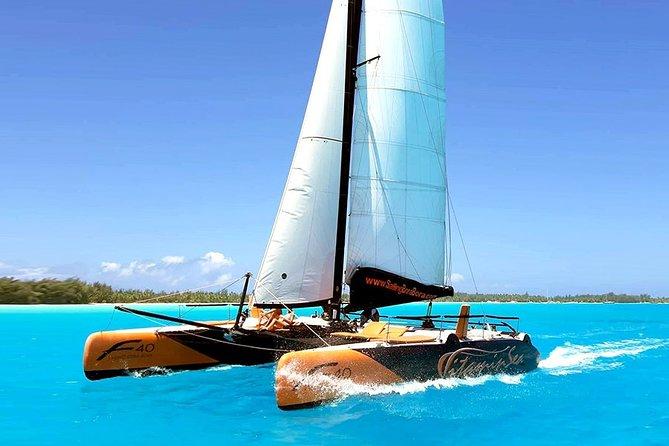 Navegação de meio dia em Bora Bora em catamarã e experiência em bar flutuante