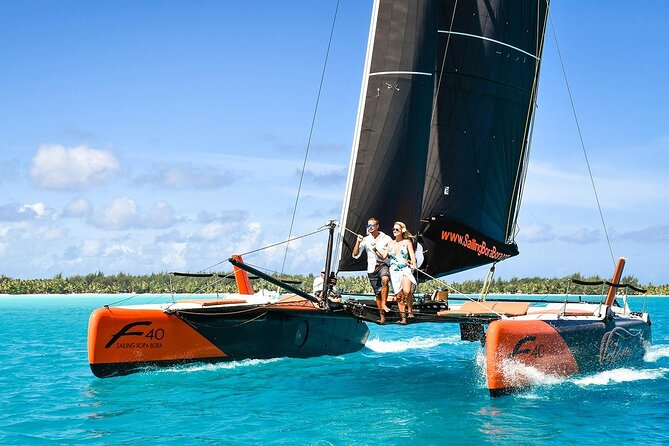 Excursión privada: Medio día de navegación en catamarán, buceo de superficie y bar flotante