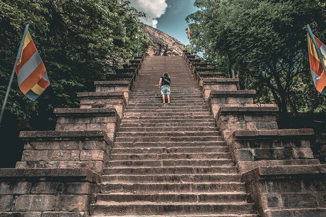 Colombo to Dambulla Shuttle & Yapahuwa Historical Exploring