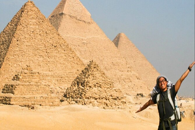 Private Giza Pyramids Sphinx and Memphis Day Tour with Lunch