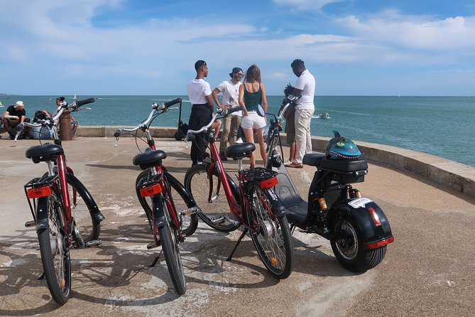 Walk in Les Sables d'Olonne in an electric vehicle