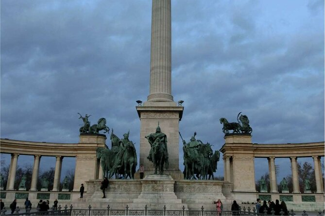 Pest Tour - From the Jewish quarter of Budapest to the monuments of the 1800s