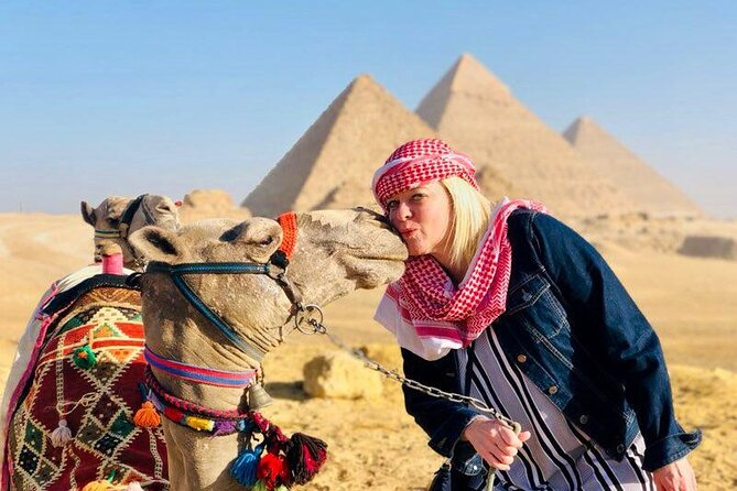 Cairo Private Day-Tour to Giza pyramids,Sphinx, Egyptian Museum & Bazaar+ Lunch