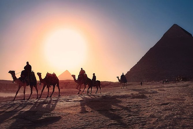 Private Tour to Giza Pyramids and the Egyptian Museum with Camel Ride