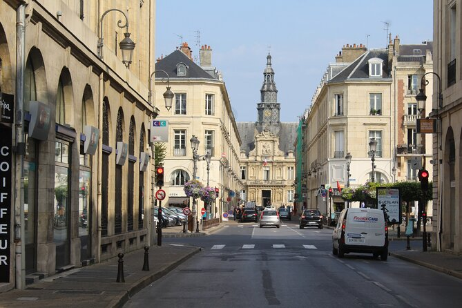 Private 3-hour Walking Tour of Reims with official tour guide