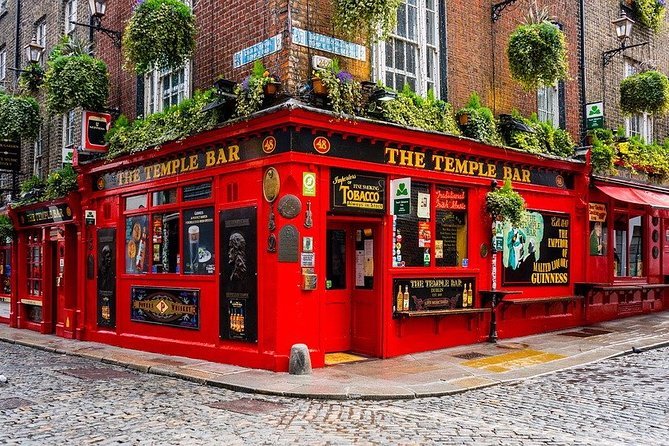 Private 3-hour walking tour of Dublin most emblematic sites