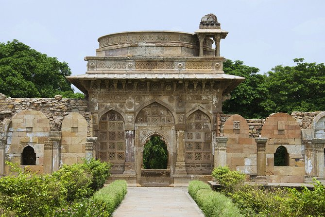 Day Trip to Champaner-Pavagadh Archaeological Park (Guided Full Day Tour by Car)