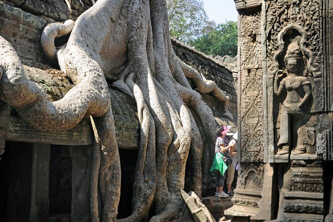 Guided Private Tuk Tuk Tour to Angkor Wat and Small Circle with Two Extras