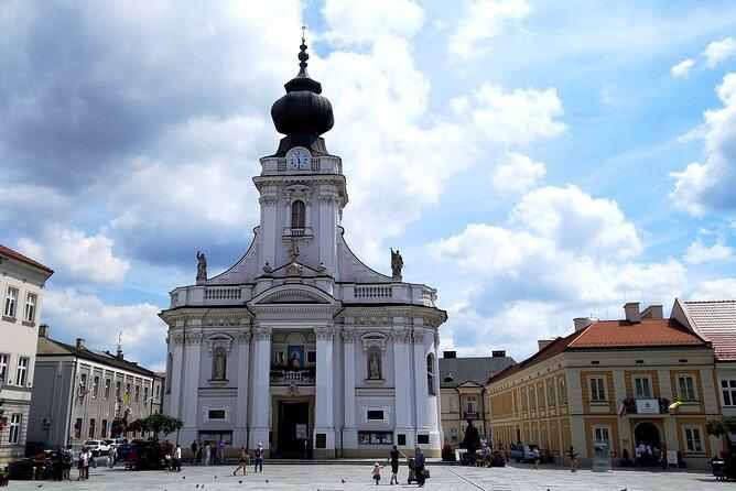 From Krakow: Wadowice & Kalwaria Zebrzydowska Private Transport