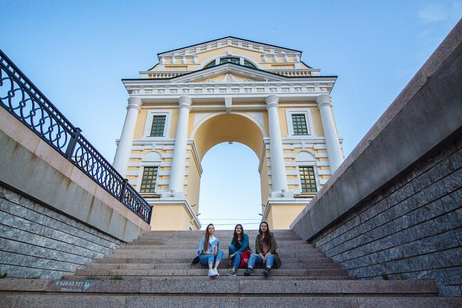 Irkutsk: Evening City Tour with Siberian Cuisine