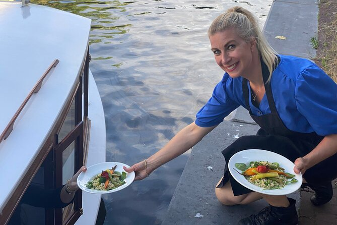 Private Dinner Cruise Amsterdam - 2hrs boat tour incl. drinks & 2-course dinner