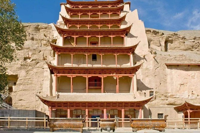 2 Days Dunhuang Private Tour to Mogao Grottoes and Echoing-Sand Mountain