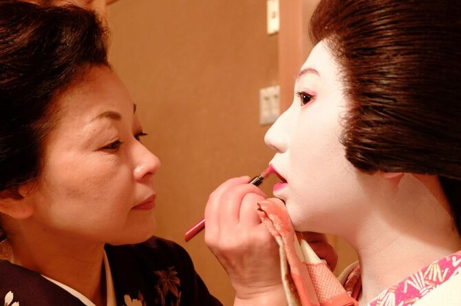 Watch the Young Geisha do their makeup and Get Ready!