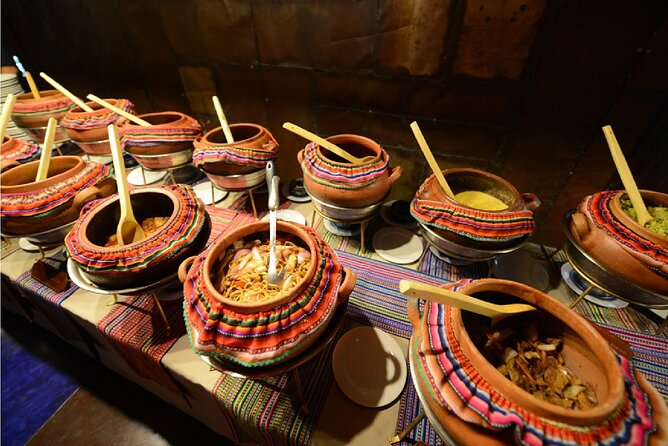 Barranco night tour with dinner and folkloric show
