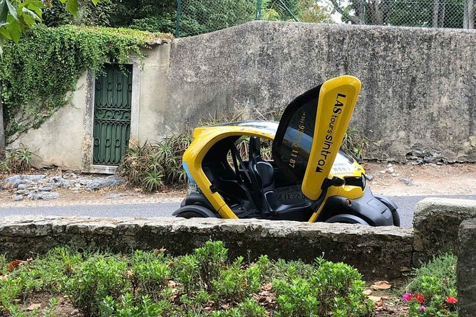 Sintra Gardens Romantic Tour E-CAR GPS guided audio route that informs amusement