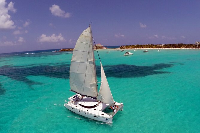 Catamaran Sailing and Snorkeling to Isla Mujeres from Cancun