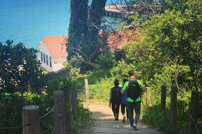 A Walk to the Golden Gate Bridge (thru The Presidio SF)