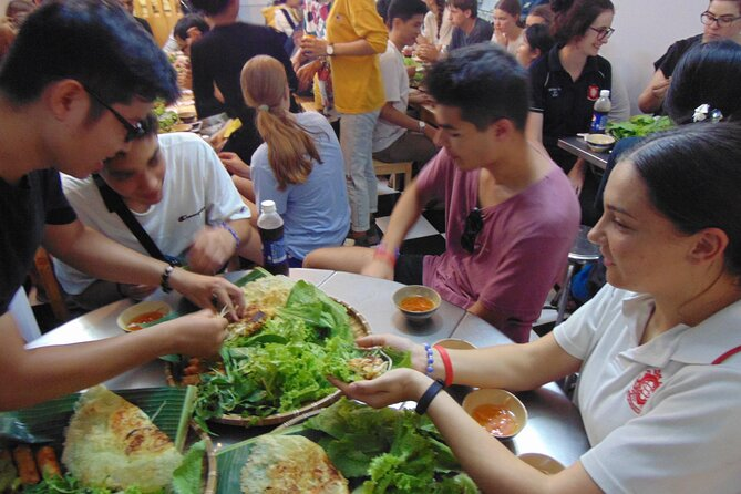 Walking market food tour by night in Ho Chi Minh city - private groups