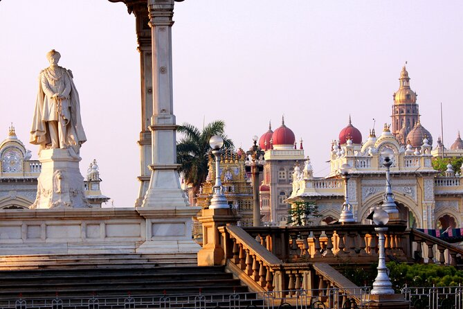 Touristic Highlights of Mysore (Guided Fullday City Sightseeing Tour by Car)