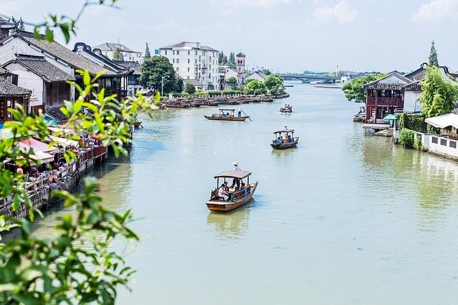 Zhujiajiao Ancient Water Town Private Tour and Maglev Train Experience