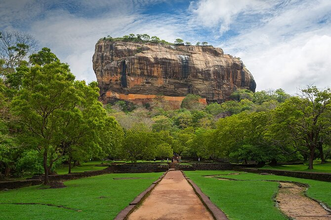 Sigiriya & Minneriya Safari Tour From Dambulla