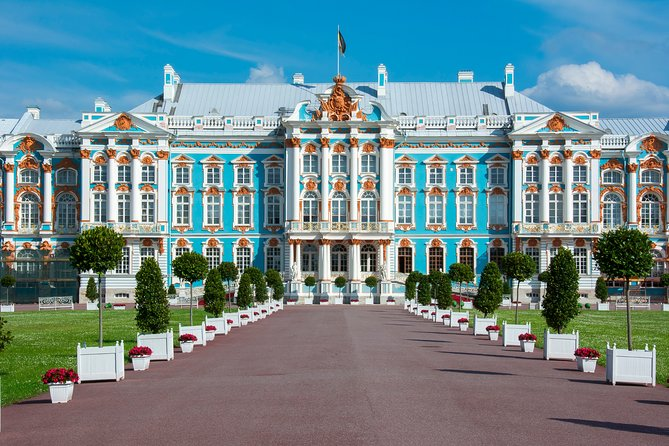 Tzars Village and Peterhof Skip-The-Line Private Tour from St Petersburg