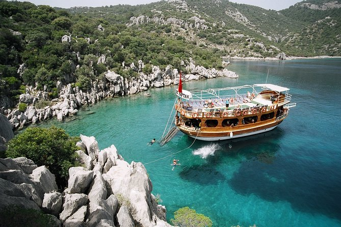 Full-Day Poyraz Kaptan Boat Tour in Marmaris with Lunch