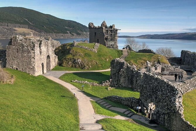 Full-Day Urquhart Castle and Culloden plus Loch Ness Tour