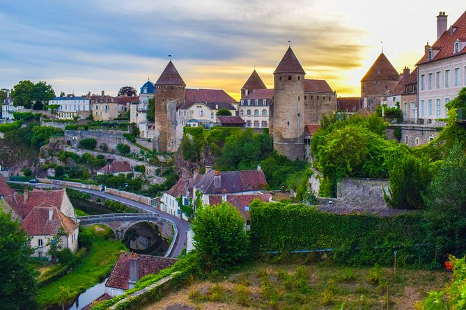 Touristic highlights of Semur-en-Auxois a Private half day tour with a local