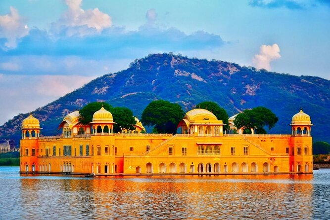 Jaipur Overnight Tour by AC Car from Delhi or Agra