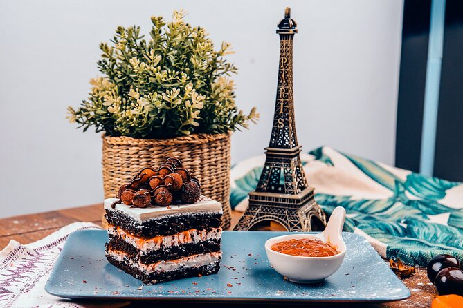 Private Tour of Paris's best street food & drinks with a local