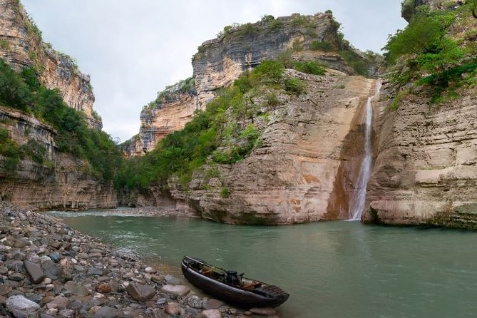 Rafting and canoe in the Grand Canyon of Albania