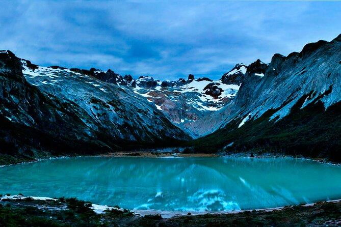 Trekking to Esmeralda Lake