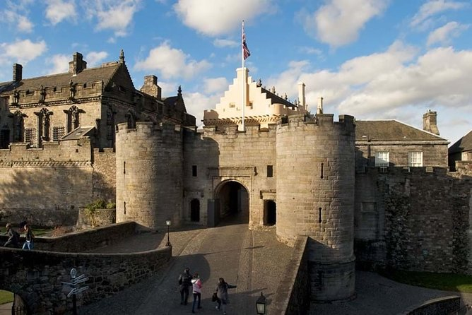 From Greenock: Stirling Castle, Culross and Glasgow Private Tour
