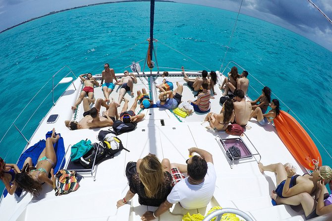 Incredible Tour Catamaran Isla Mujeres & Open Bar