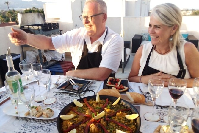 Paella cooking class and lunch in Mutxamel