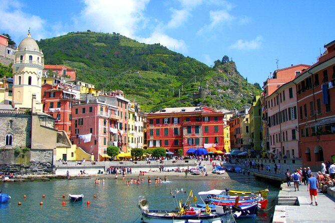 Touristic highlights of Cinque Terre on a Private full day tour with a local