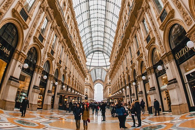 Private tour of Shopping at best locations in Milan with a local